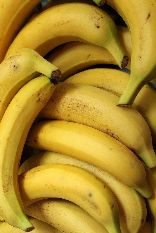 Bananes en grappe jaunes