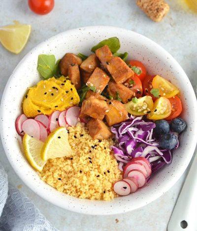 Assiette de buddha bowl au tempeh soy